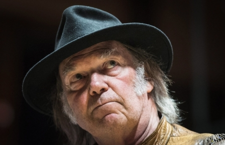 Neil Young décline l'invitation de l'Association des producteurs pétroliers