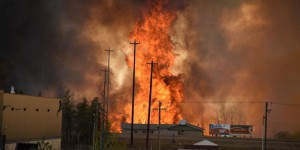 EN IMAGES. Canada : un incendie géant menace la ville de Fort McMurray