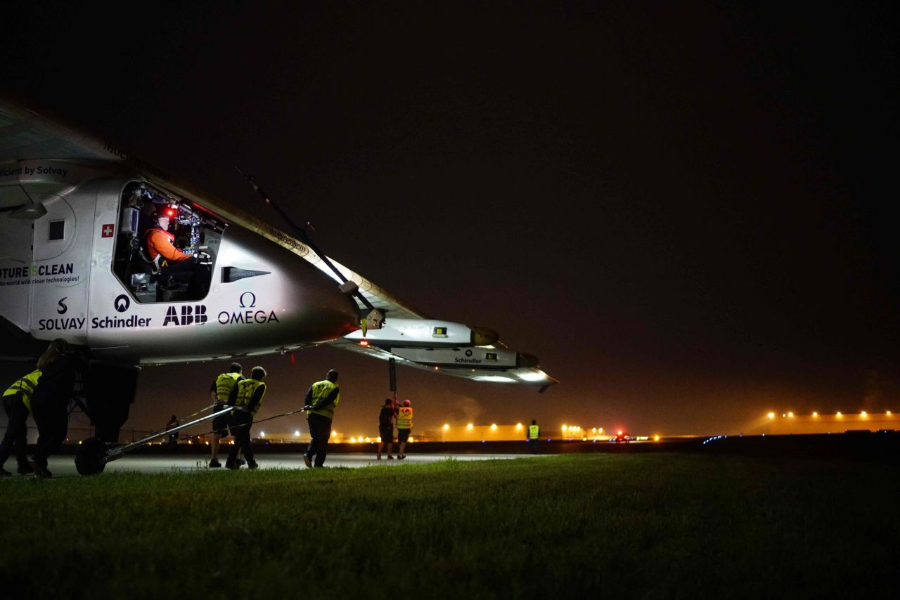 VIDEO. L'avion solaire Solar Impulse 2 a repris son tour du monde