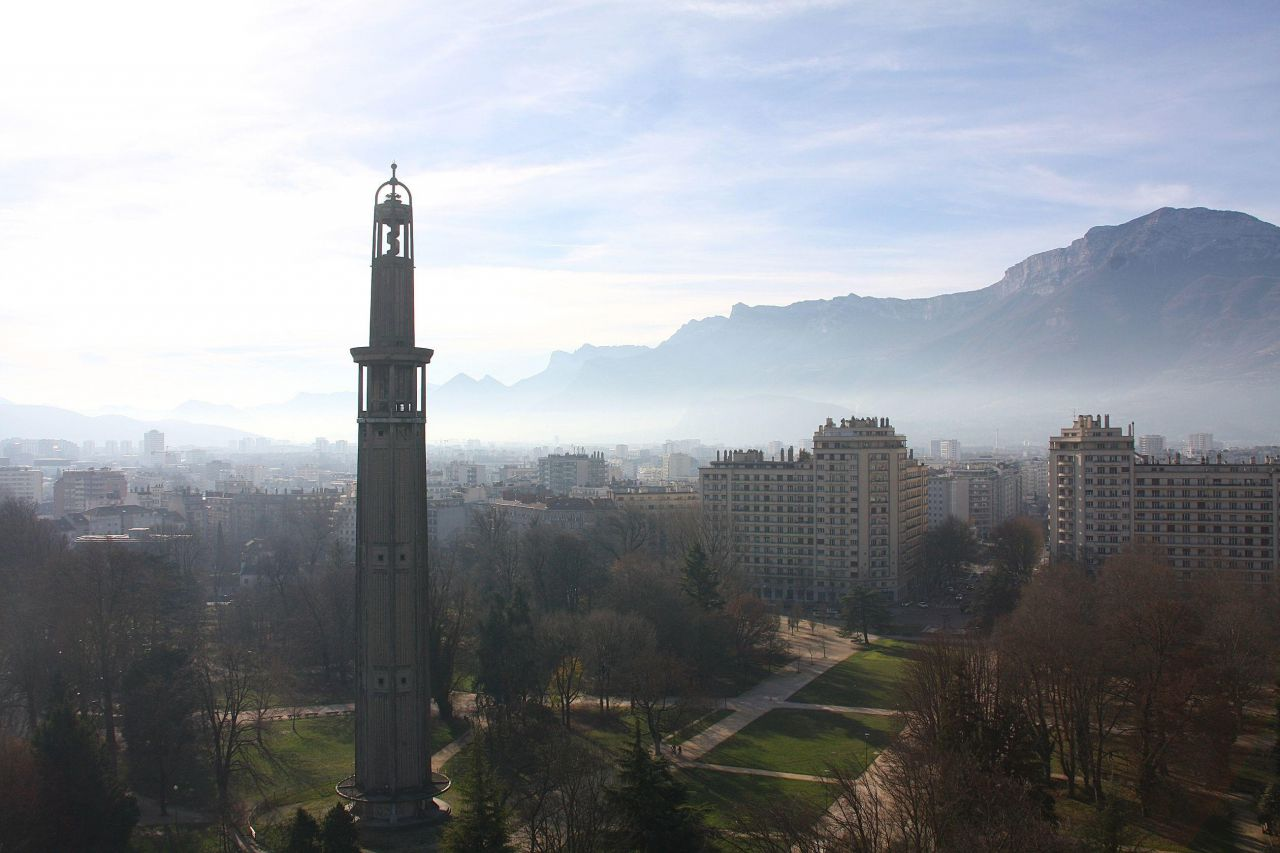 https://www.magazine-greenlife.com/assets/image/article/24/2016/12/pic-pollution-grenoble-nouvelles-interdictions-i4e.jpg