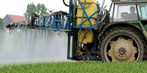 Quatre questions sur l'action du gouvernement vis-à-vis des pesticides