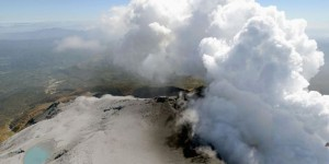 Eruption volcanique au Japon : suspension des secours