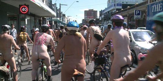 Australie : nus à vélo pour l'environnement et la sécurité