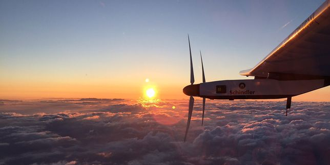 Solar Impulse et son pilote battent le record de vol en solitaire